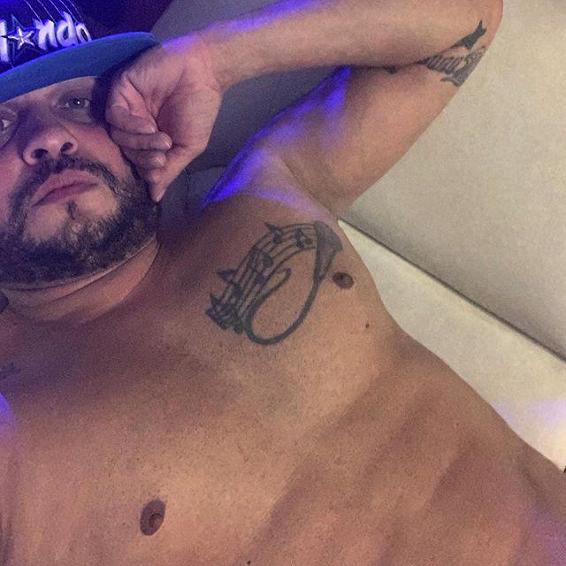 Me voy acostar! Buenas noches! Que viva Colombia ?? hp ?? Dicelo @djluian El rapero real, y más sexy ??? #colombia #puertorico #chile #mexico #miami #republicadominicana #cuba #venezuela #argentina #brasil #peru #españa #barcelona