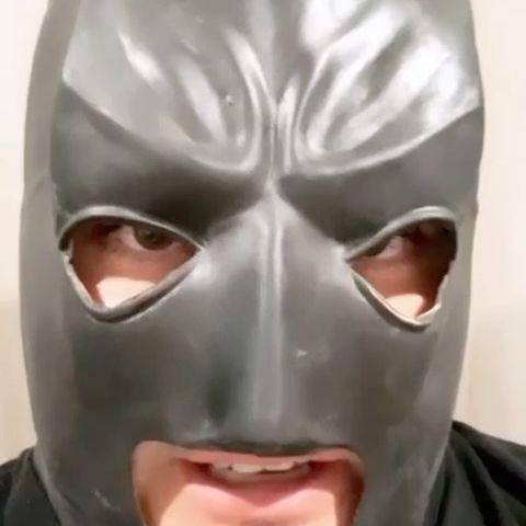 Batman lo sabe 😎😎😎 #TuEresMiAmor con nuestros compadres de @calibre50oficial  ya está en todas las plataformas … ya la dedicaron? 🔥🔥🔥🔥